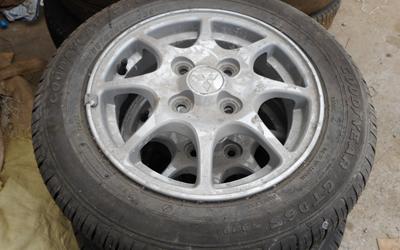 タイヤ付きアルミホイル